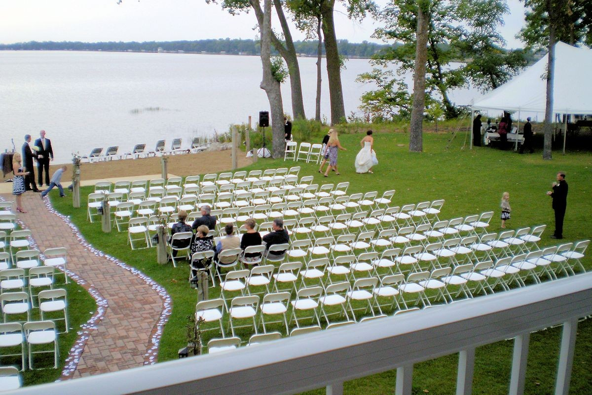 Plan an intimate wedding near a Northern Minnesota cabin rental
